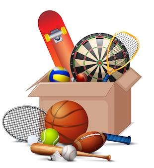 Caixa de papelão cheia de equipamentos de esporte em fundo branco