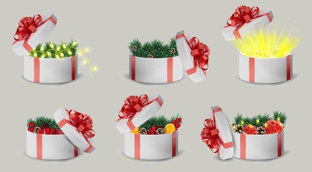 Caixa de presente branca em uma fita vermelha e laço na parte superior. férias, caixa redonda de presente com brilhos, pinhas, laranja, guirlanda dentro e raios de luz brilhantes. ilustração
