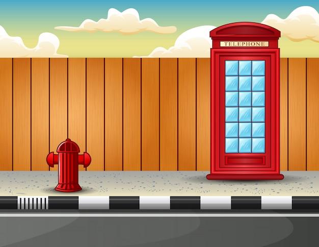 Caixa de telefone vermelha na beira da estrada