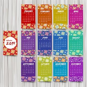 Calendário anual com padrões coloridos