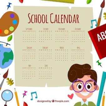 Calendário escolar com elementos e menino feliz