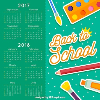 Calendário escolar com materiais artísticos