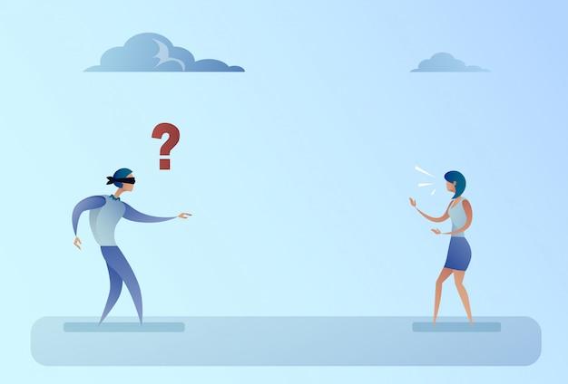Caminhada cega de forded do homem de negócio no conceito do apoio do sentido da voz da mulher de negócios