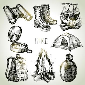 Caminhada e camping conjunto desenhado à mão turismo. elementos de design de esboço