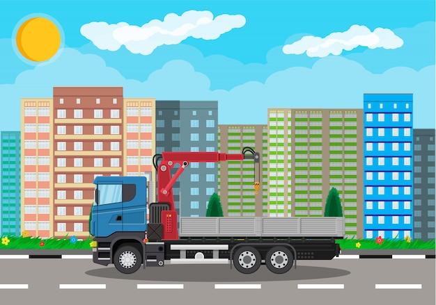 Caminhão com guindaste e plataforma, paisagem urbana