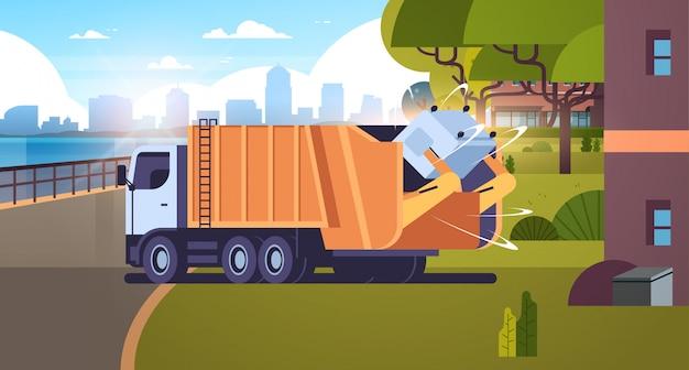 Caminhão de lixo pegando lixeira em veículo sanitário de área residencial