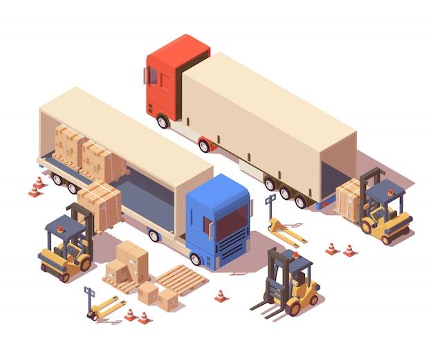 Caminhão de transporte, porta-paletes e empilhadeira carregando paletes com caixas de papelão.