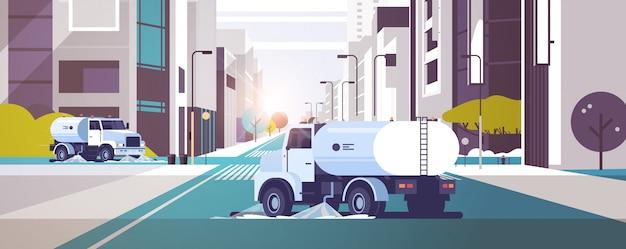 Caminhões varredores de rua lavando asfalto com veículo industrial de água