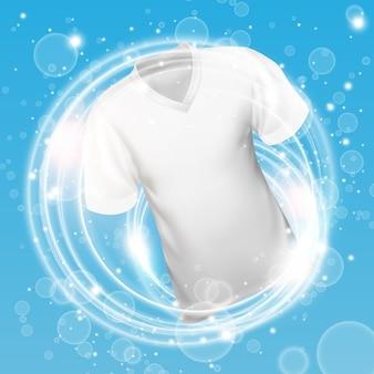 Camisa branca lavando na água com bolhas de sabão e proporcionando brancura e limpeza profunda.