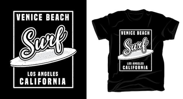 Camiseta com design tipográfico para surf na praia de veneza