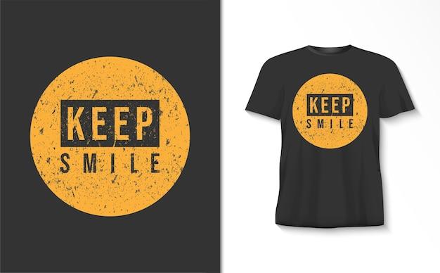 Camiseta de tipografia keep smile