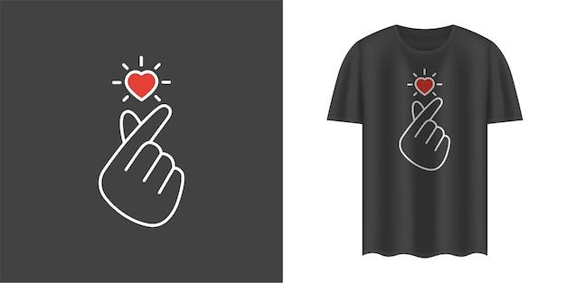 Camiseta preta estilosa com sinal de amor coreano