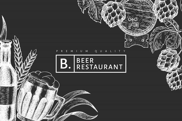 Caneca de vidro de cerveja e hop design. mão-extraídas ilustração de bebidas pub no quadro de giz. estilo gravado. cervejaria retrô.