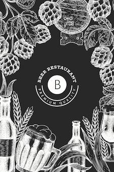 Caneca de vidro de cerveja e hop design. mão-extraídas ilustração de bebidas pub no quadro de giz. estilo gravado. ilustração de cervejaria retrô.
