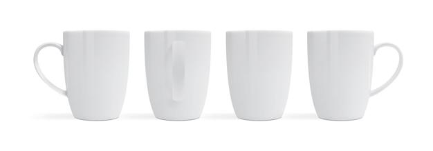 Canecas brancas isoladas em vista de fundo branco de diferentes lados