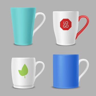 Canecas de maquete. copos de escritório de identidade de negócios com logotipos coloridos modelo vector