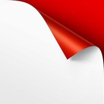 Canto enrolado de papel branco com sombra mock up close up isolado em fundo vermelho brilhante escarlate