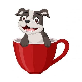 Cão feliz dos desenhos animados, sentado em um copo vermelho