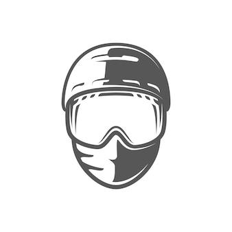 Capacete e máscara isolados no fundo branco