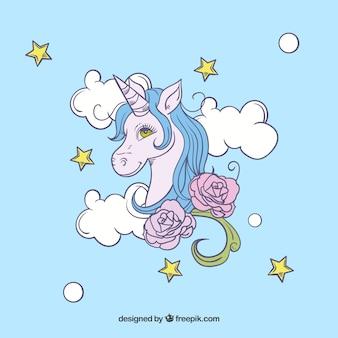 Cara e nuvens unicornas desenhadas mão