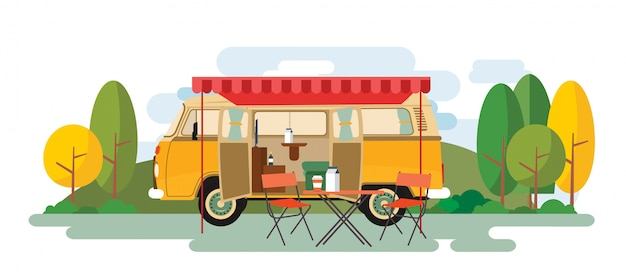 Caravan van de recreio sentado sobre a natureza