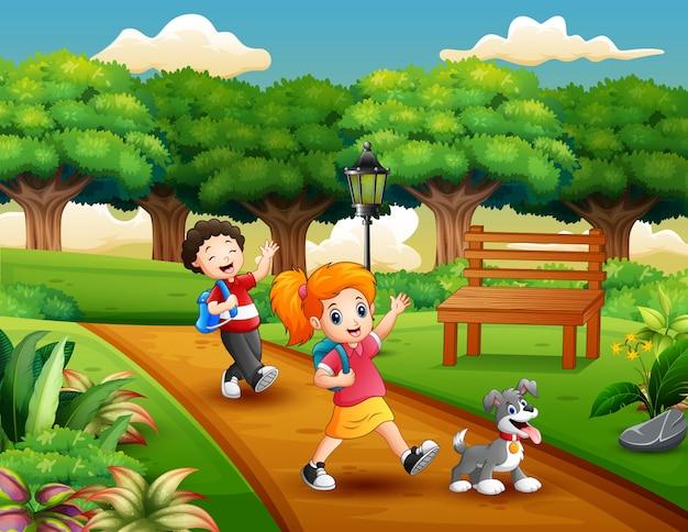 Caricatura, de, dois, crianças, tocando, parque