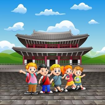 Caricatura, de, feliz, crianças, estudo, excursão, em, changdeokgung, palácio