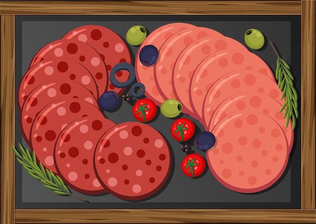 Carnes no almoço servidas com calabresa e salame na travessa