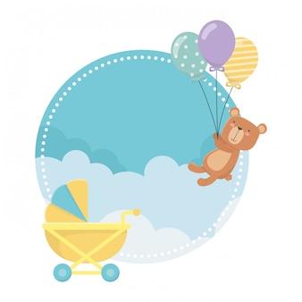 Carrinho de bebê e ursinho de pelúcia