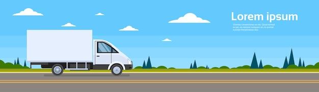 Carro comercial do camião do caminhão no transporte de carga da estrada