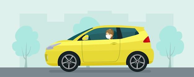 Carro compacto com uma jovem mulher com máscara médica dirigindo em um fundo de paisagem urbana abstrata. ilustração do estilo simples.