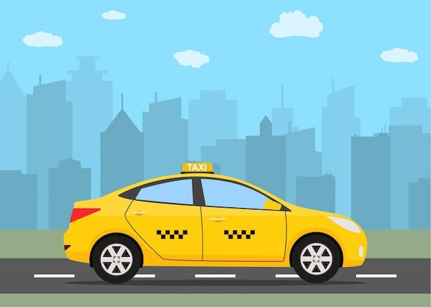 Carro de táxi amarelo na frente da silhueta da cidade