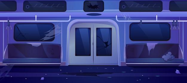 Carro velho do trem do metrô dentro. interior de vagão de metro sujo vazio à noite.