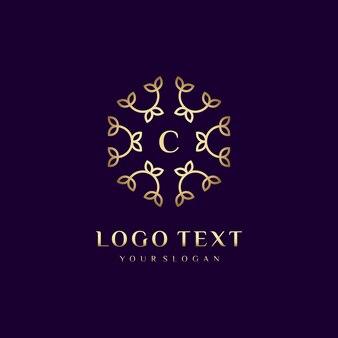 Carta de design de conceito de logotipo de luxo (c) para sua marca com decoração floral