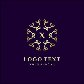 Carta de design de conceito de logotipo de luxo (x) para sua marca com decoração floral