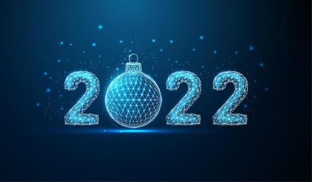 Cartão abstrato feliz ano novo de 2022 com bola de natal vetor de estrutura de arame low poly estilo
