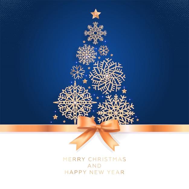 Cartão com árvore de natal de flocos de neve brilhantes e laço dourado.