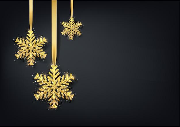 Cartão, convite com feliz ano novo e natal. floco de neve de ouro metálico, confetes brilhantes sobre um fundo preto.