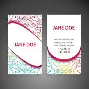 Cartão corporativo com uma mandala colorida em um fundo branco