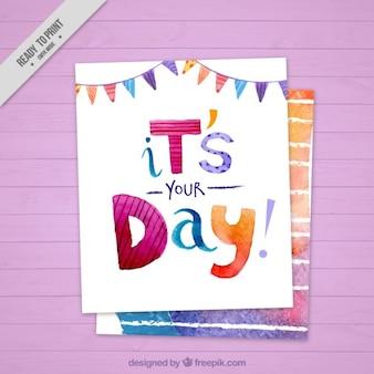 Cartão de aniversário bonito no efeito aquarela