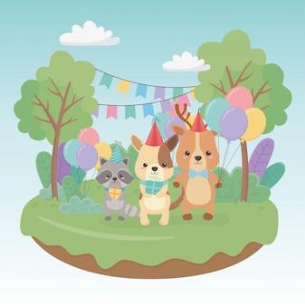 Cartão de aniversário com pequenos animais nos caracteres de campo