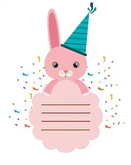 Cartão de aniversário e coelho com festa de chapéu