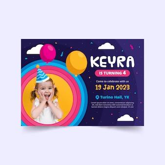 Cartão de aniversário infantil com menina surpresa
