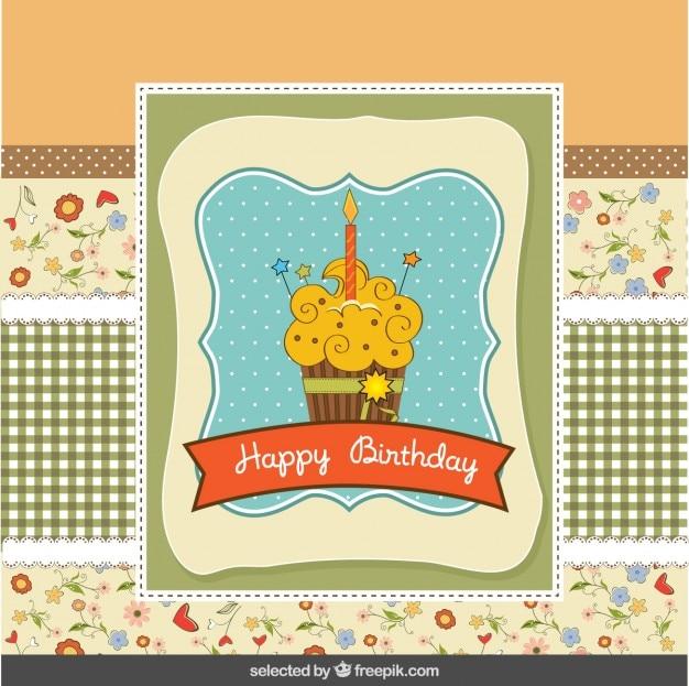 Cartão de aniversário no estilo do scrapbook com queque