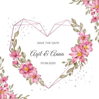Cartão de casamento com formato geométrico de coração e bela moldura de flor rosa