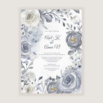 Cartão de casamento em aquarela elegante com flores azuis marinho e brancas