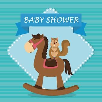 Cartão de chuveiro de bebê com esquilo fofo no cavalo de madeira