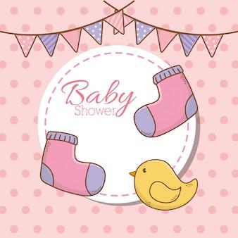 Cartão de chuveiro de bebê com meias e pato