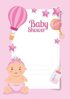 Cartão de chuveiro de bebê com menina bonitinha e decoração