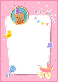 Cartão de chuveiro de bebê com ursinho e brinquedos no fundo do quadro rosa.